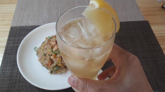レシピ 台湾風エビ炒飯(チャーハン)を食べるところ(オリジナル写真)