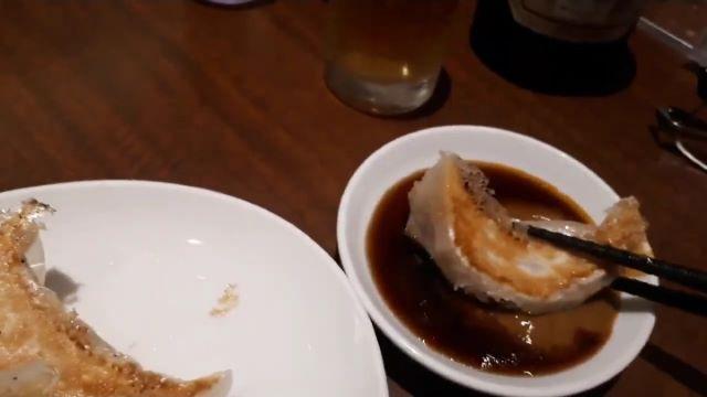 大阪王将の餃子を食べる(オリジナル写真)