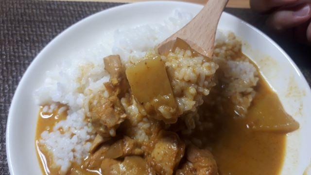 ヤマモリ「イエローカレー」を食べる(オリジナル写真)
