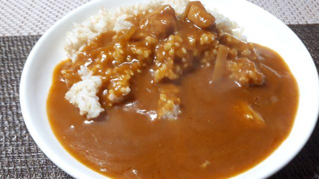 明治「銀座 バターチキン」を食べる(オリジナル写真)