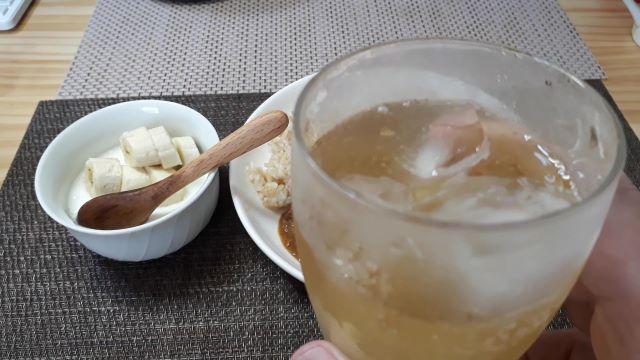 S&B「肉旨 スパイスキーマカレー」を食べるところ(オリジナル写真)
