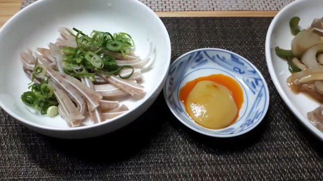 【豚の耳 レシピ】下処理の仕方・簡単でおいしいタレ・自家製ミミガーの調理例(オリジナル写真)