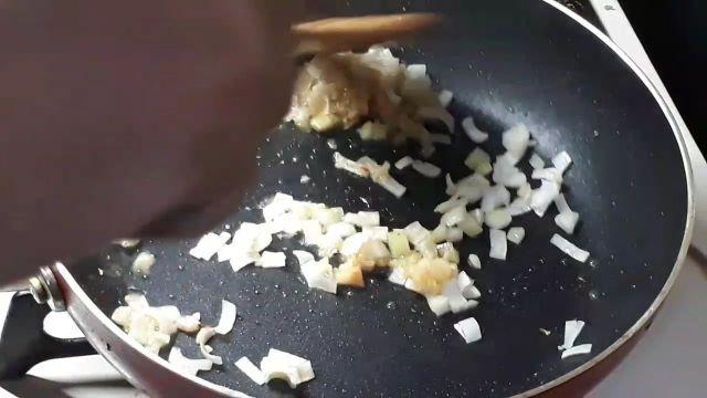 サッポロ一番みそラーメン「 旨辛」でつくる麻婆麺の作り方(オリジナル写真)