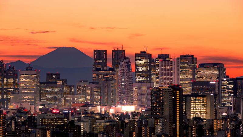 富士とビルと夕焼けと