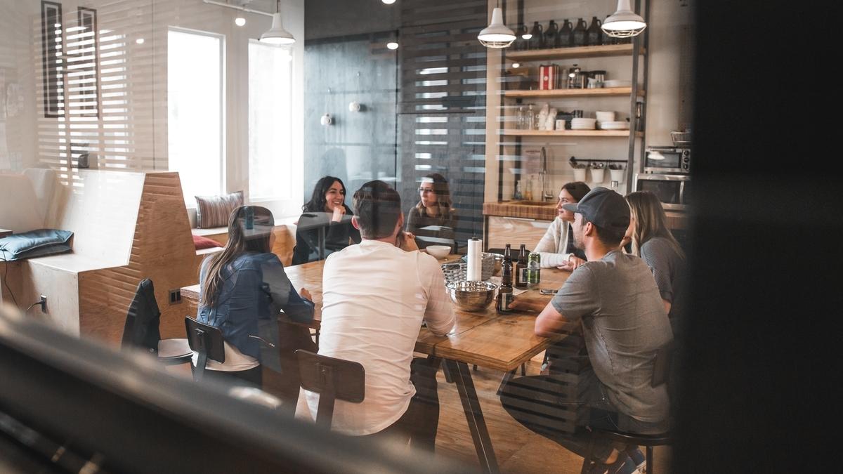 職場の人間関係がツラいなら、転職するべき2つの理由
