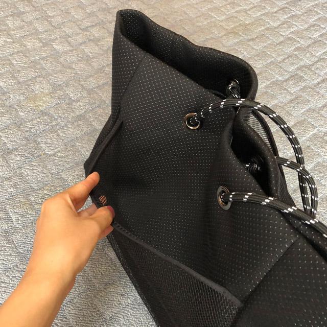 トートバッグ黒大きめサイドポケット