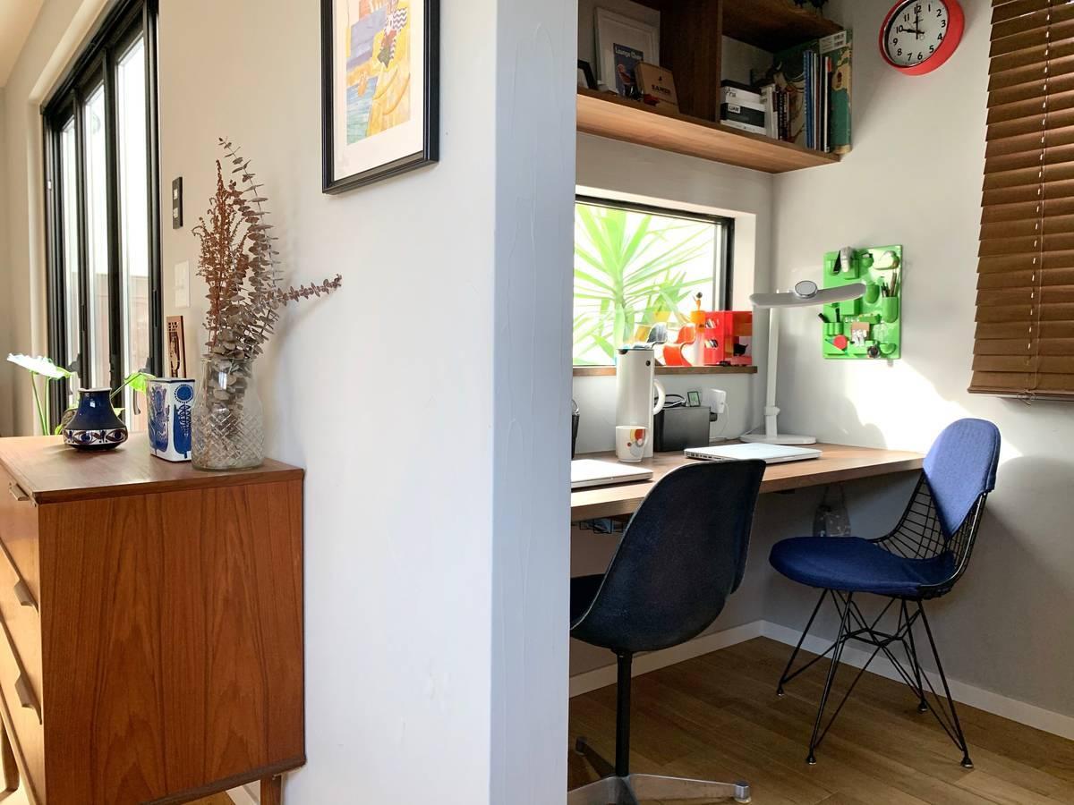 狭い空間を魅力的に有効活用。作業もおうちカフェもできる我が家の書斎