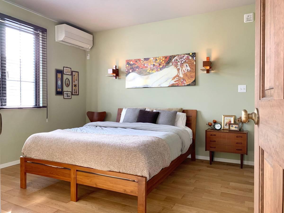 チーク材でも良心的価格の家具スキャンティークのベッドフレームを愛用中