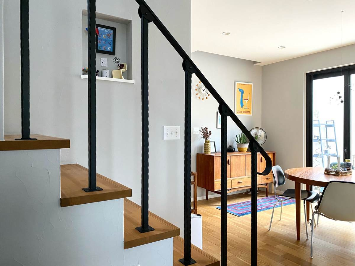 家づくりでリビング階段を格子手すりにしたら開放感も機能面も満足度が高かった