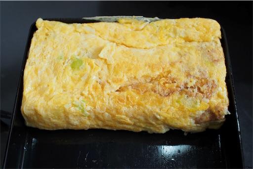 長ネギの卵焼きをフライパンで焼く