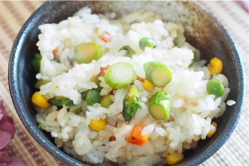 アスパラ混ぜご飯のアップ