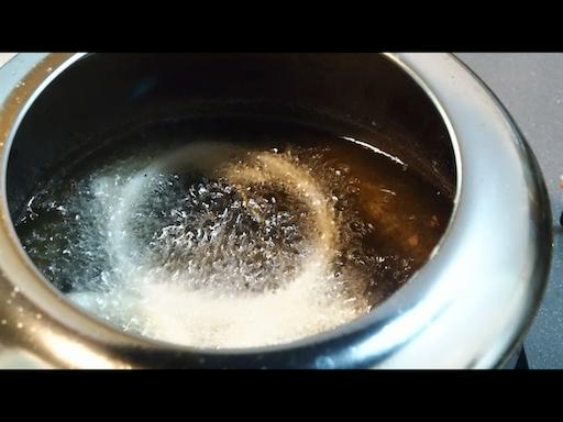 オニオンリングを揚げる