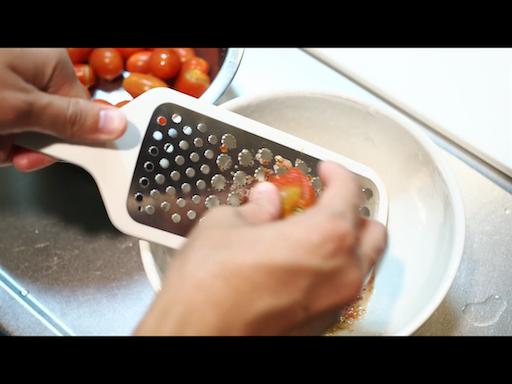 ミニトマトをすりおろす