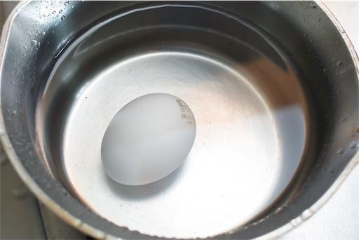 卵を水に漬ける