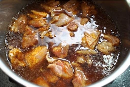 鶏もも肉を煮る