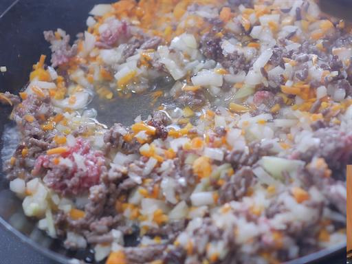 ひき肉と野菜を蒸す