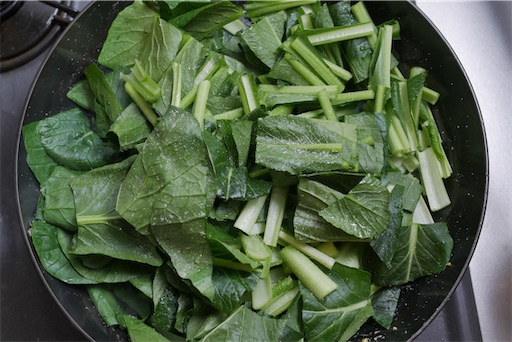 小松菜を蒸す