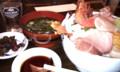 大洗にて三浜丼。Google音声検索したら「3 ピン ドン」で吹いた。