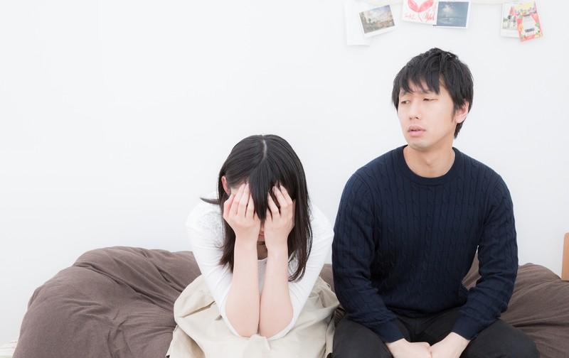 住宅ローンの支払いに苦悩する夫婦
