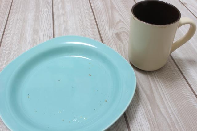 ターコイズブルーのお皿の写真