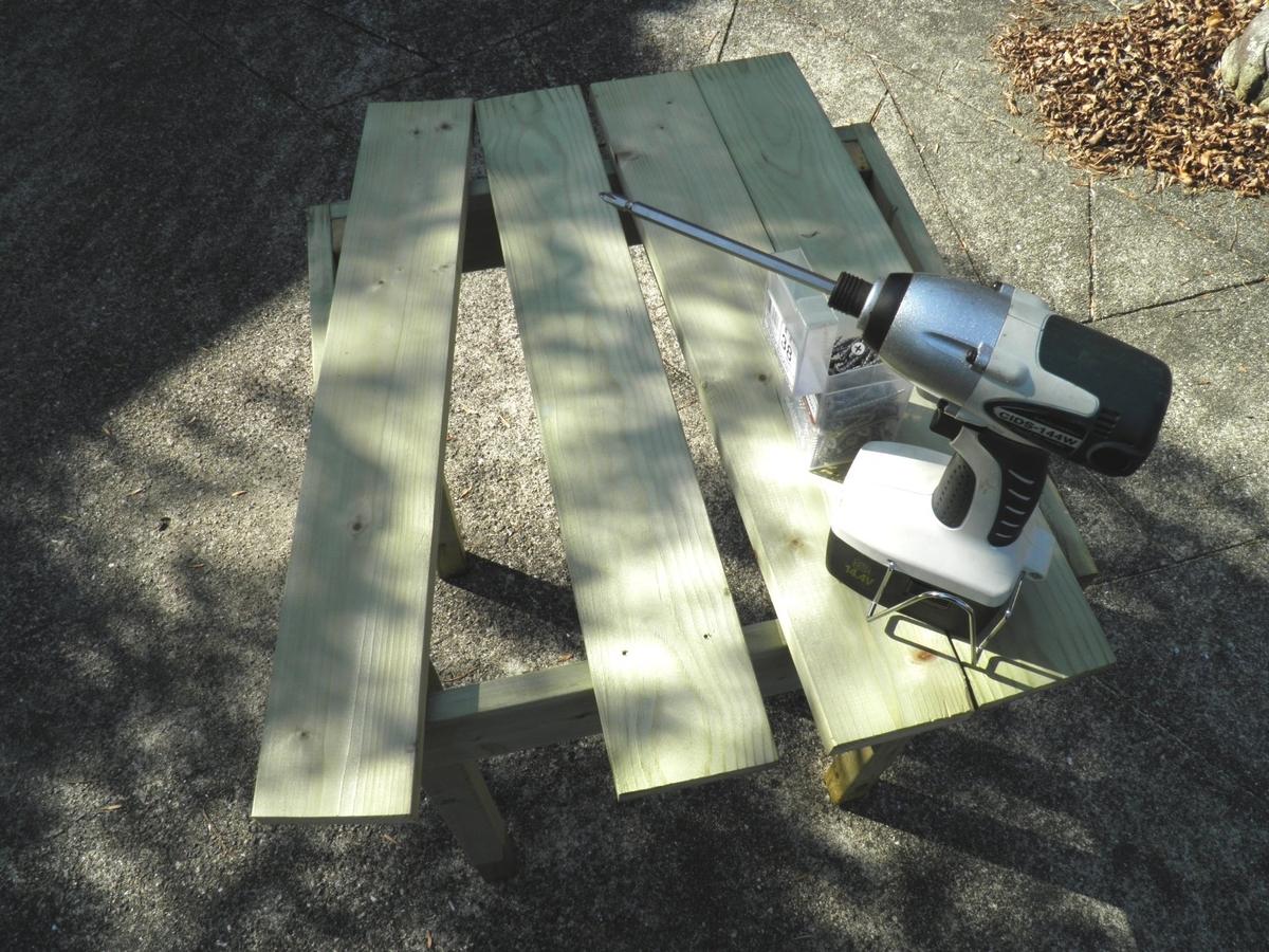 テーブルの天板の組み立て