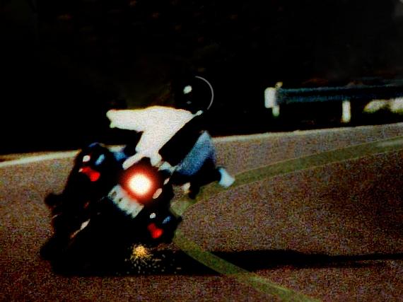 ホンダGL400カスタムのコーナーリング写真