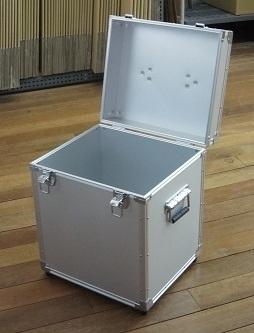 容器収納特注フラットアルミケース 内装