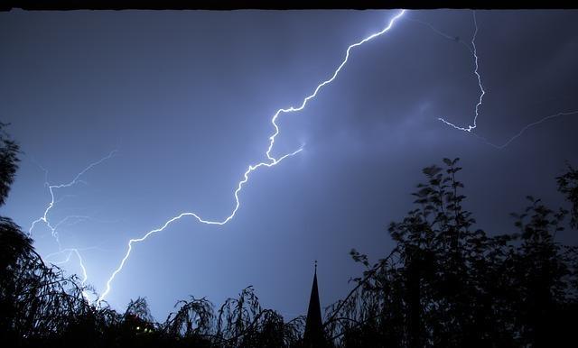 lightning-199651_640.jpg