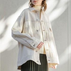 白いデニムジャケット