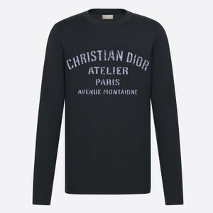 黒い長袖Tシャツ