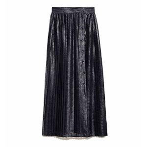 黒いプリーツスカート