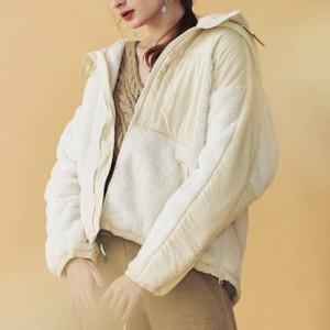 白いボアジャケット