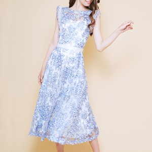 花柄の刺繍ドレス