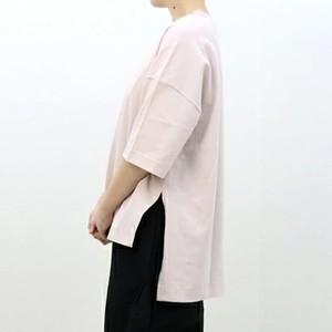 ピンク色のTシャツ