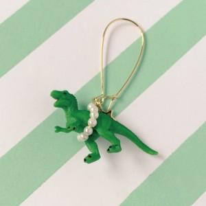 恐竜のピアス