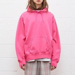 ピンク色のスウェット