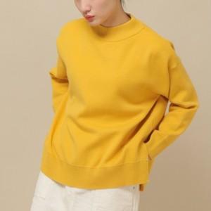 黄色いニット