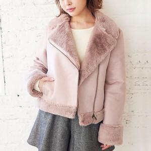 ピンクのムートンジャケット