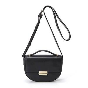 黒いショルダーバッグ
