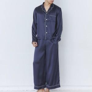 ネイビーのパジャマ