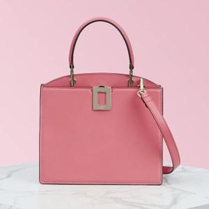 ピンクのバッグ
