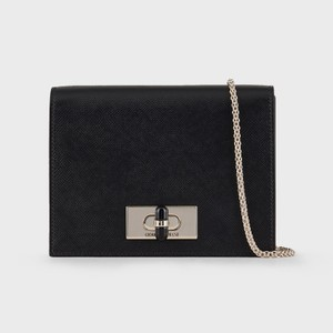 黒いミニショルダーバッグ