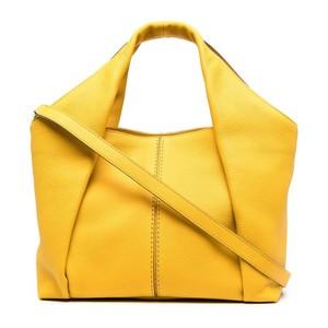 イエローのレザーバッグ