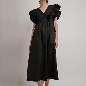 黒いプリーツドレス