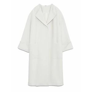 白いノーカラーコート