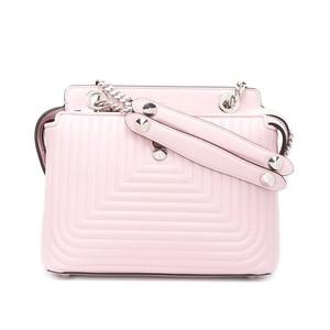 ピンク色のバッグ