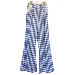 ブルーのチェック柄パンツ