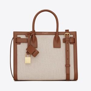 キャンバスとレザーのバッグ