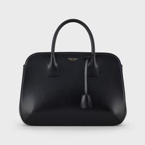 黒いレザーバッグ