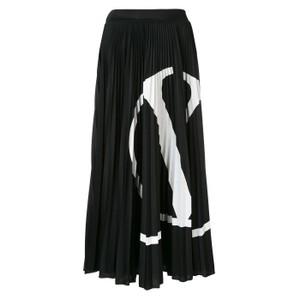 ロゴプリーツスカート